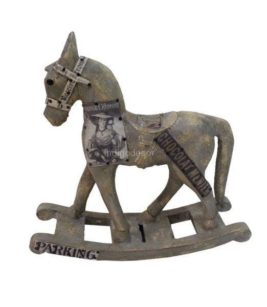 Drevená figúrka kôň