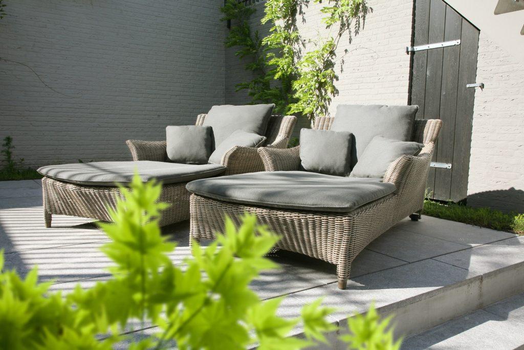 Na čo treba myslieť pri výbere záhradného nábytku?