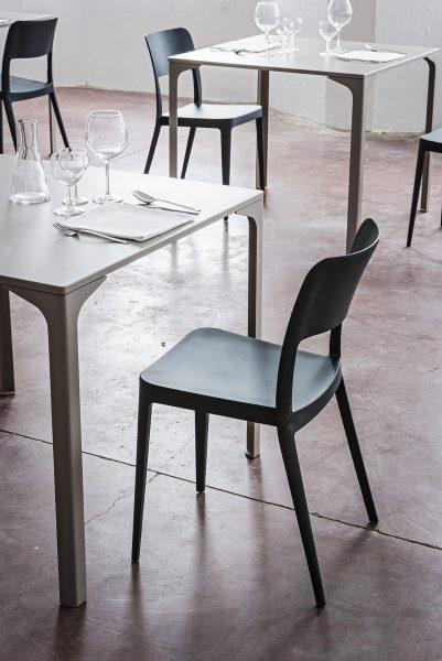 NENE stolička interiérová aj exteriérová