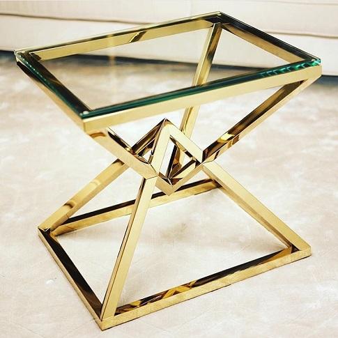 Zlatý stolík Connor