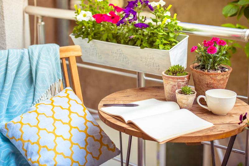 Doplňte nábytok na terasu týmito 5 kúskami a vytvorte si letnú idylu