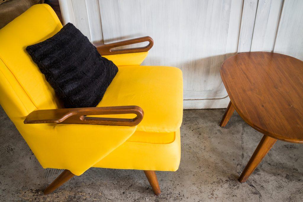 Zmeňte retro nábytkom tuctový byt na originál