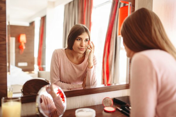 10 zrkadiel, ktoré nasadia korunku luxusnému nábytku