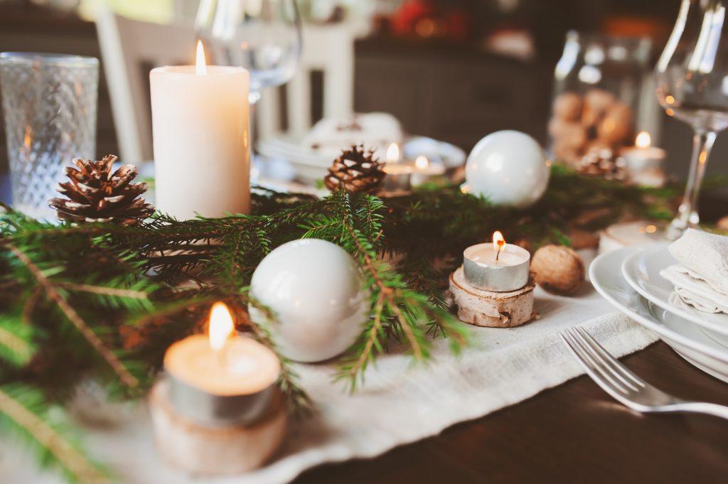 Slávnostné vianočné prestieranie: prírodné inšpirácie do 10 minút