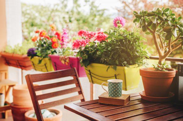 Balkónové sedenie: 4 tipy na tematické inšpirácie novej sezóny