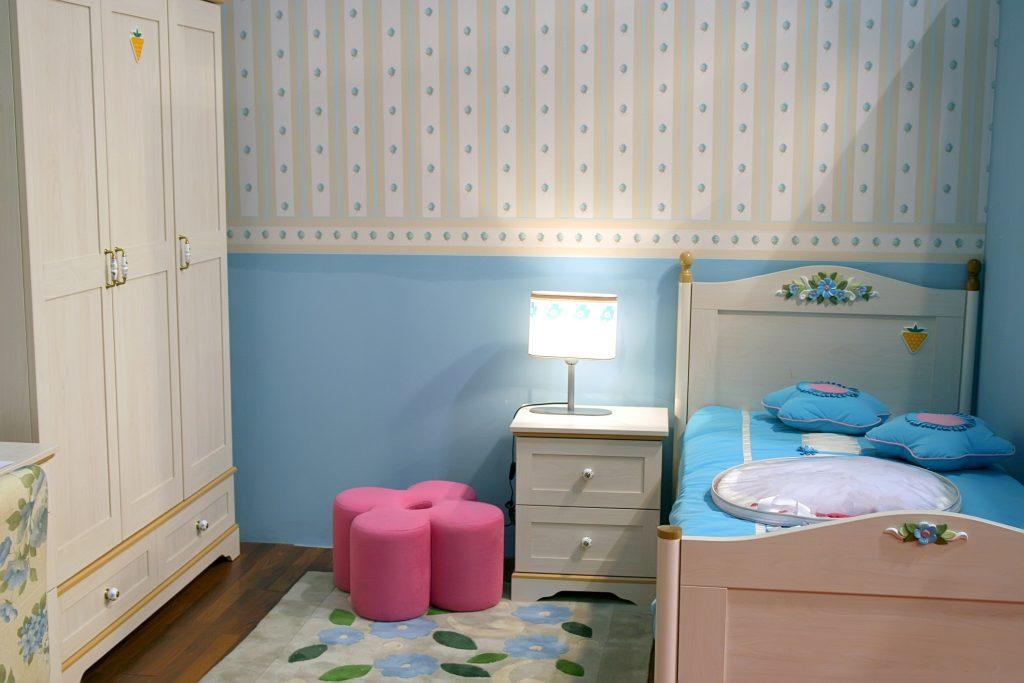 Aby si deti nekazili oči: umiestnite detské lustre, lampy a svetlá správne