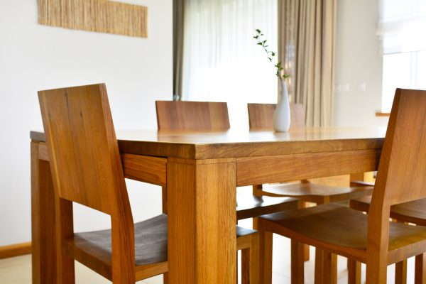 Ako odlíšiť masívny nábytok od nekvalitných napodobenín?